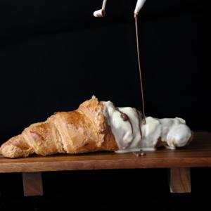 Drivu Big White Chocolate Croissant