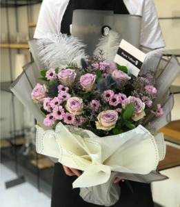 Drivu Elegant Purple Bouquet