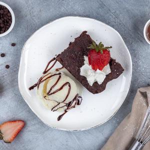 Drivu Chocolate Brownie with One Ice Cream Scoop