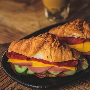 Drivu Croissant Sandwich