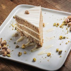 Drivu Pistachio Cake Slice