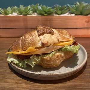 Drivu Smoked Turkey Ham Croissant