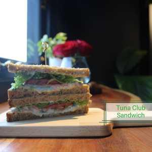 Drivu Tuna Sandwich in Brown Toast