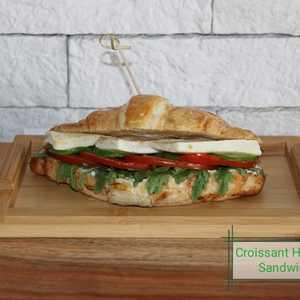 Drivu Halloumi Croissant Sandwich