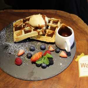 Drivu Waffle with Vanilla Ice Cream & Chocolate