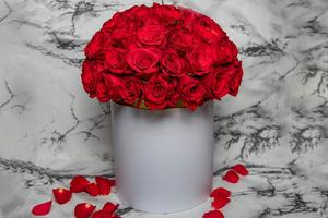 Drivu White Box with Red Roses