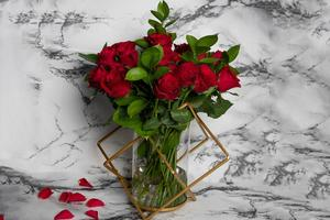 Drivu Golden Stand with Red Roses