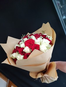 Drivu Hand Bouquet Red & White