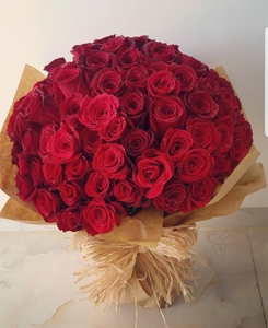 Drivu Hand Bouquet 100 Red Roses