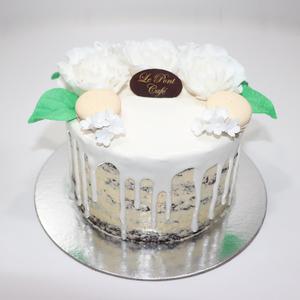 Drivu Chocolate Cake with Glaze on Top