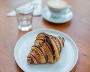 Drivu Espresso Caramel Croissant
