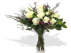 Drivu Dozen White Roses in Vase