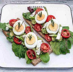 Drivu Avocado Toast & Egg