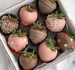 Drivu Romeo & Juliet Strawberries (9 pieces)
