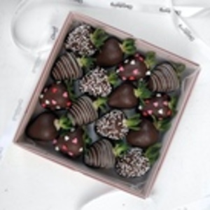 Drivu Dark Night Strawberries (16 pieces)