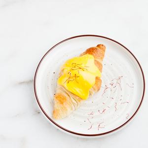 Drivu Saffron Croissant