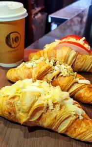 Drivu Croissant Zaatar & Cheese
