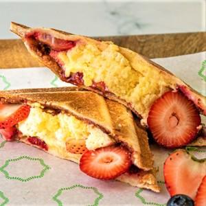 Drivu Strawberry Cheesecake Sando