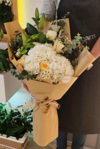 Drivu White Hydrangea Bouquet
