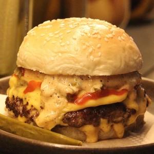 Drivu The Stinger Beef Burger