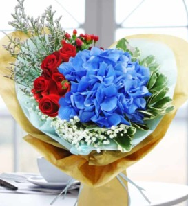 Drivu Red roses with blue hydrangea bouquet