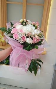 Drivu White peony bouquet