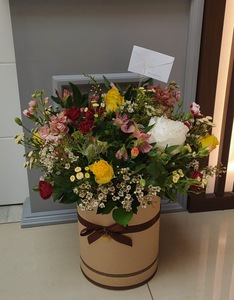 Drivu Brown Box of Mixed flowers