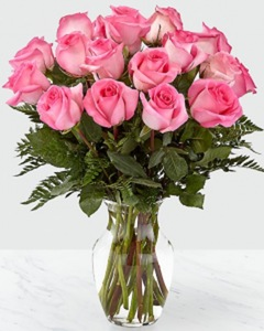 Drivu Glass Vase With Pink Roses