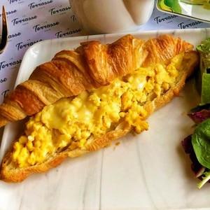 Drivu Cheesy Egg Croissant
