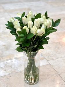 Drivu White Roses Vase