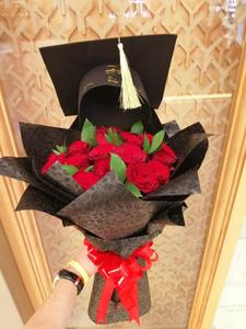 Drivu Graduation Bouquet with Hat