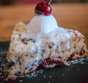 Drivu Cherry Crumble Cake
