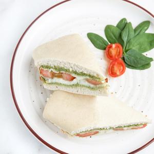 Drivu Mozzarella Tomato, Basil Pesto Sandwich