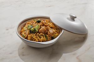 Drivu Noodles with Chicken in Schezwan Bean Sauce