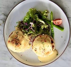 Drivu Eggs Benedict