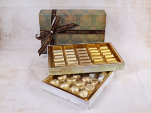 Drivu 1.1kg Victorian 2 Layer Box, Green Color, Mix Chocolate