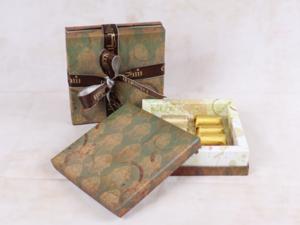 Drivu 160g Victorian Square Box, Green Color, Mix Chocolate