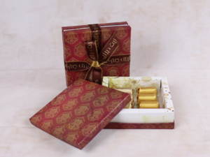 Drivu 160g Victorian Square Box, Maroon Color, Mix Chocolate