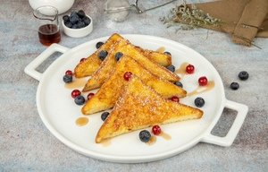 Drivu French toast with berries