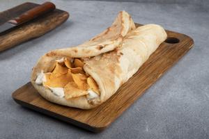 Drivu Bread (cheese, chips Oman, spicy sauce) موفه جبن شبس عمان و دقوس