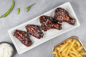 Drivu Chicken Wings with Fries & W Sauce (4 pieces) أجنحة دجاج مع بطاطا و دبليو صوص