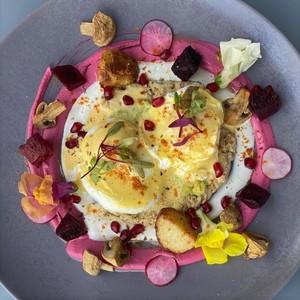 Drivu Eggs Benedict & Hummus