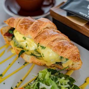 Drivu Egg Benedict Croissant