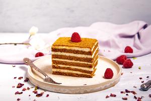 Drivu Honey Cake