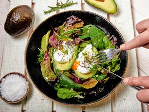 Drivu Fit & lean avocado, quinoa, poached eggs bowl.