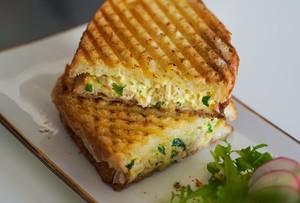 Drivu Chicken curried sandwich