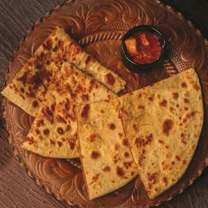 Drivu Paratha (stuffed with spicy potato)