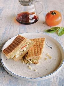 Drivu Tomato Mozzarella Sandwich