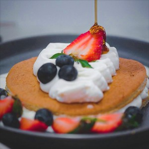 Drivu Pancakes with Mixed Berries