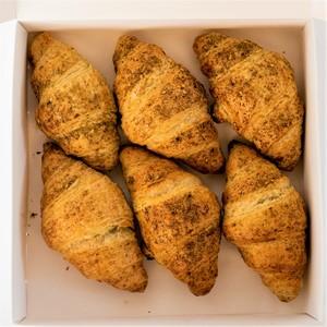 Drivu Box of 6 Zaatar Croissants